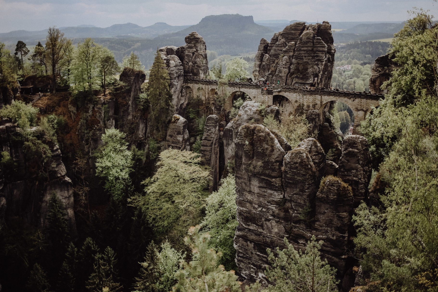 Wandern in der Sächsischen Schweiz: Durch die märchenhaften Schwedenlöcher zur Bastei