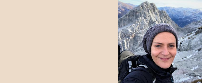 Über die Autorin Bei Etappen-Wandern dreht sich alles um Etappentouren, Hüttentouren und Weit- und Fernwanderwege in Europa. Weil Romy fast immer ihre Hündin Lotte dabei hat, bekommst Du auf ihrem Blog auch jede Menge Tipps fürs Wandern mit Hund.