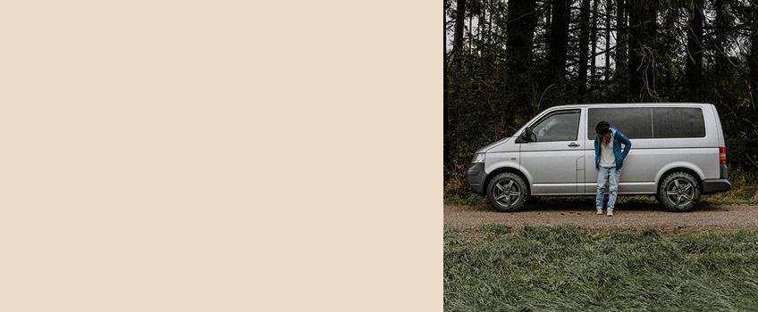 Über die Autorin Elisa schreibt auf take an adVANture über Roadtrips, Outdoor und nachhaltiges Camping, über jede Menge Naturliebelei und das achtsame Draußensein. Sie reist in ihrem VW Bus, möchte dabei inspirieren und philosophieren und auf den bewussten Moment aufmerksam machen.