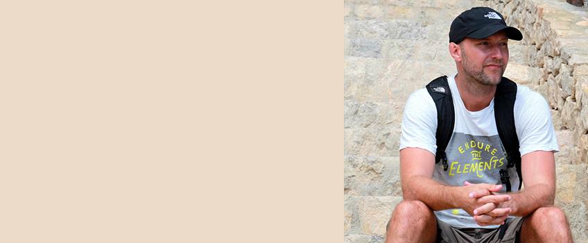Über den Autor Seit 2007 ist Sven von theBackpacker immer mal wieder mit dem Rucksack unterwegs. Auf seiner Webseite bloggt er über Geschichte und Geschichten, Wandererlebnisse von unterwegs und gibt Tipps fürs Outdoorsein. Denn: Abenteuer gibt es jeder Ecke. Aber nur mit offenen Augen.