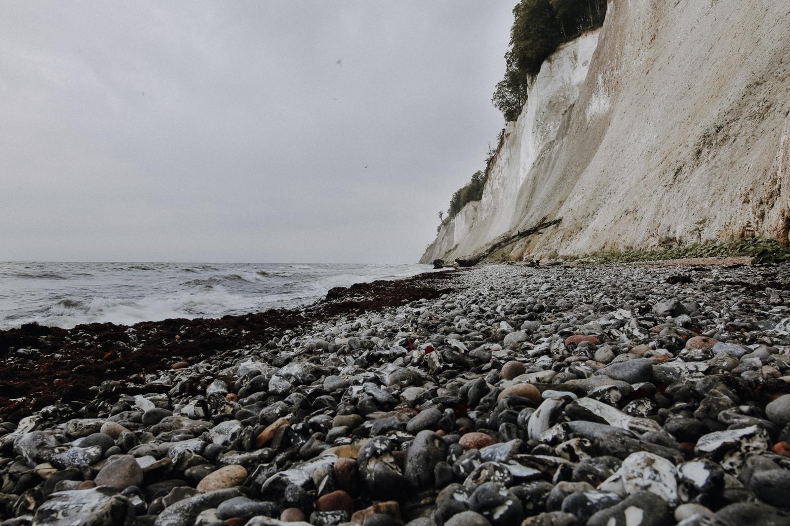 Wandern auf Rügen: Auf dem Hochuferweg entlang der Kreidefelsen